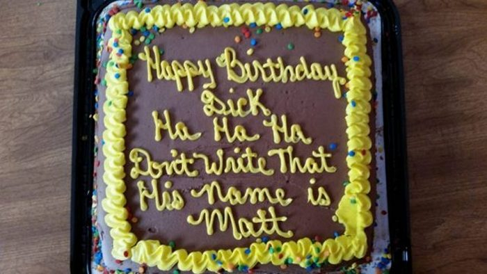20-fails-and-funny-birthday-cakes-01