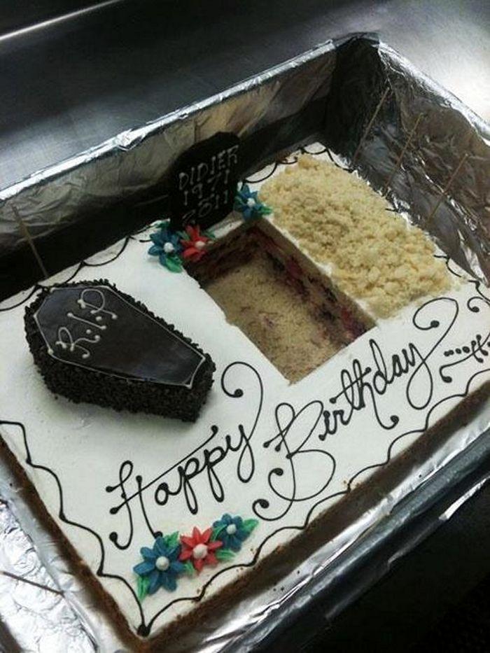 20-fails-and-funny-birthday-cakes-20