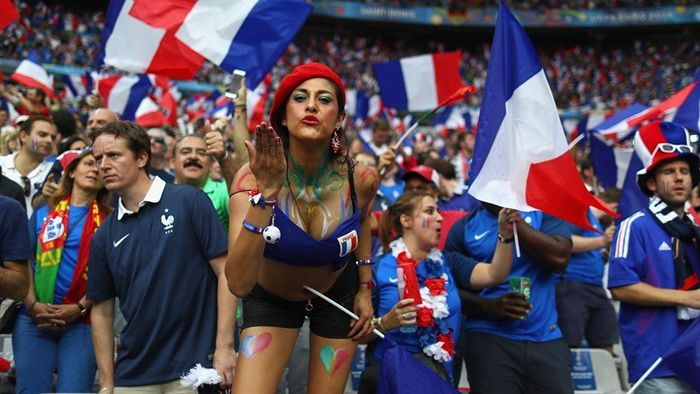 fifa-womens-world-cup-craziest-football-fans-from-france-2019-01