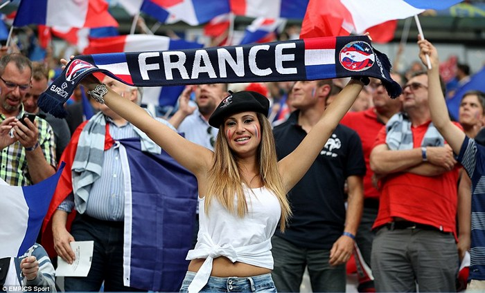 fifa-womens-world-cup-craziest-football-fans-from-france-2019-02