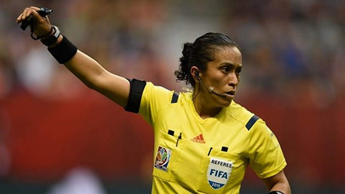 football-female-referee-h0t-funny-moments-04