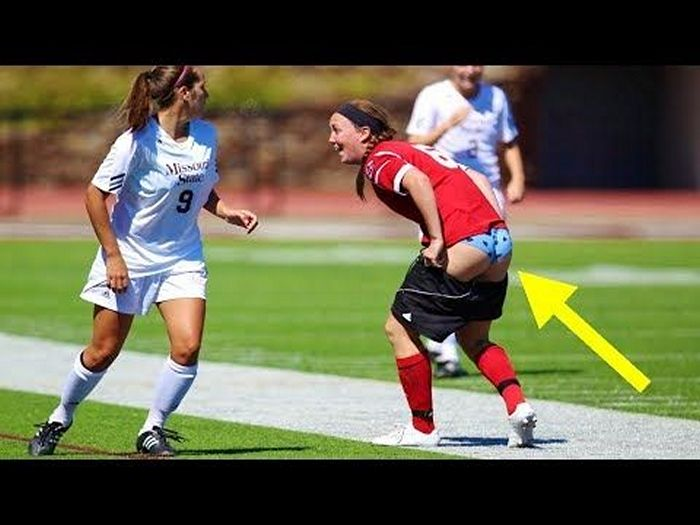 football-female-referee-h0t-funny-moments-08