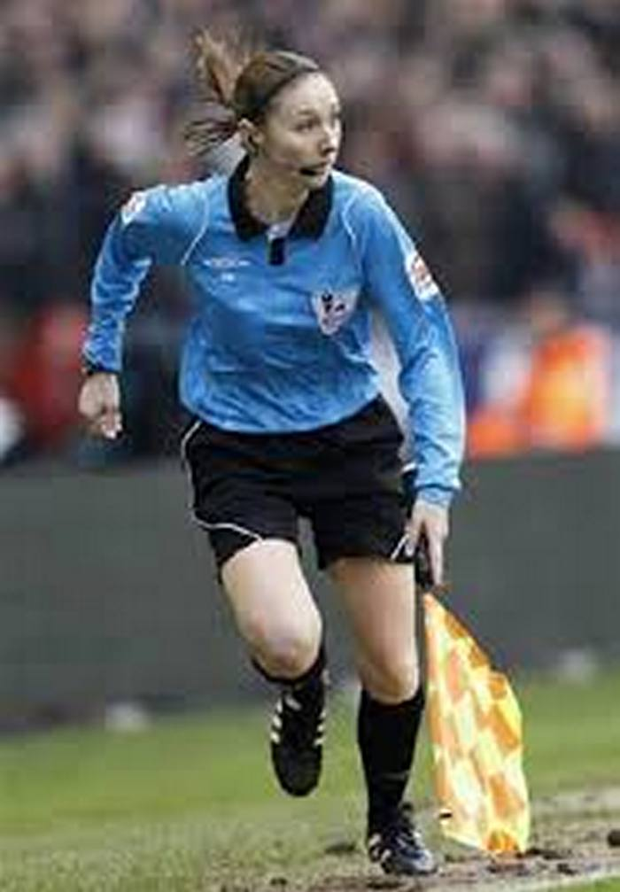 football-female-referee-h0t-funny-moments-16