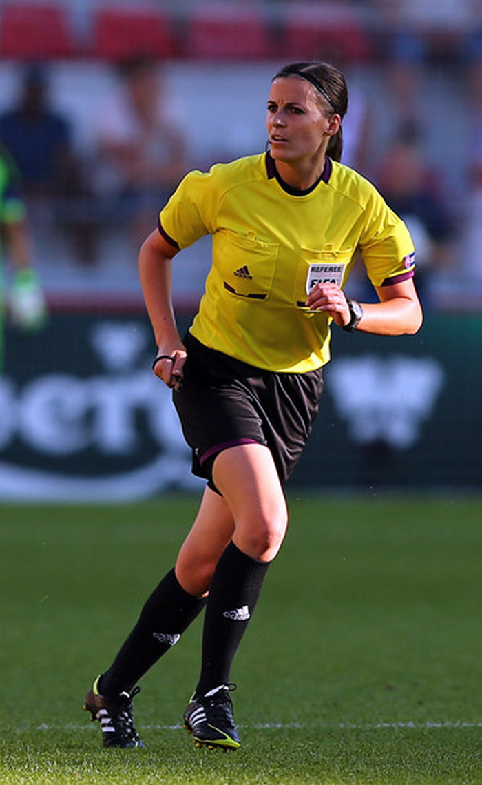 football-female-referee-h0t-funny-moments-18