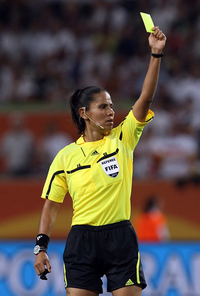 football-female-referee-h0t-funny-moments-21