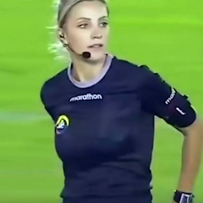 football-female-referee-h0t-funny-moments-24