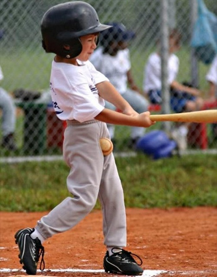 ridiculous-baseball-and-softball-bloopers-and-fails-20-pictures-02