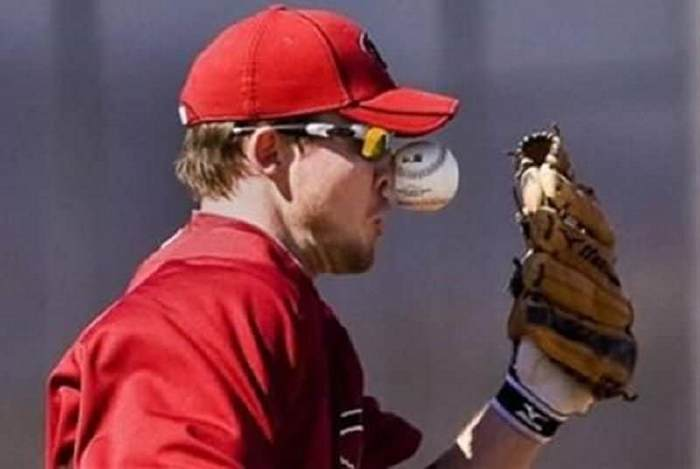 ridiculous-baseball-and-softball-bloopers-and-fails-20-pictures-07