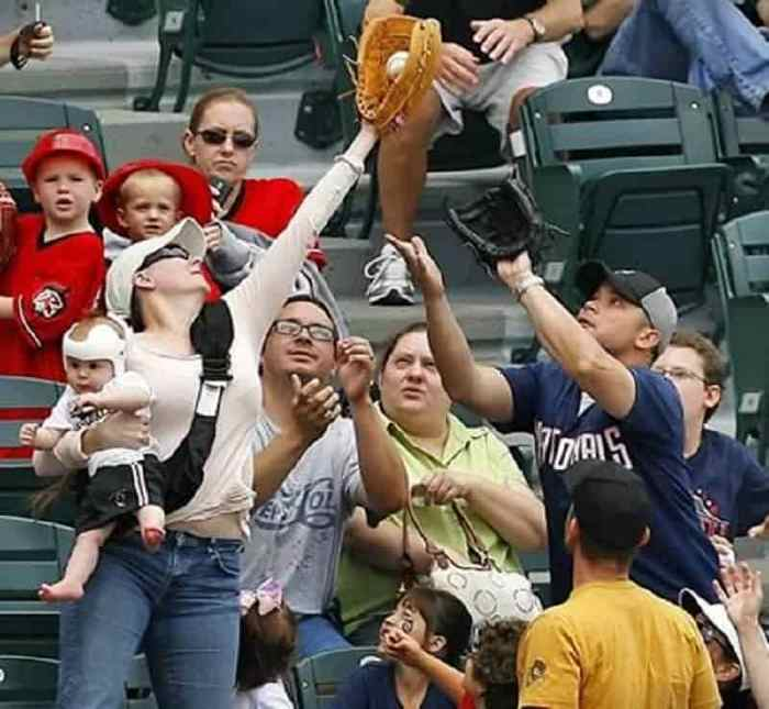 ridiculous-baseball-and-softball-bloopers-and-fails-20-pictures-08